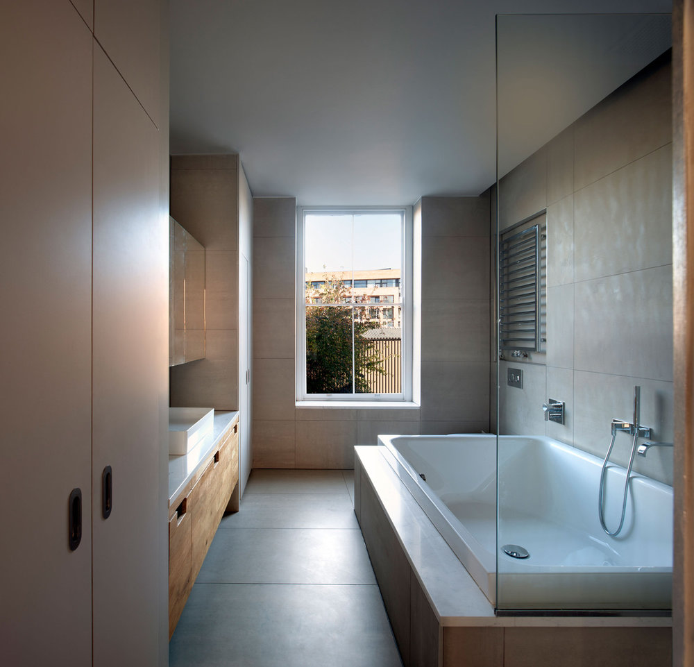 February 2019  Our elegant Hackney townhouse en-suite bathroom, featuring a Bette spa bath, is shortlisted in Houzz best of bathrooms article…   Link to article