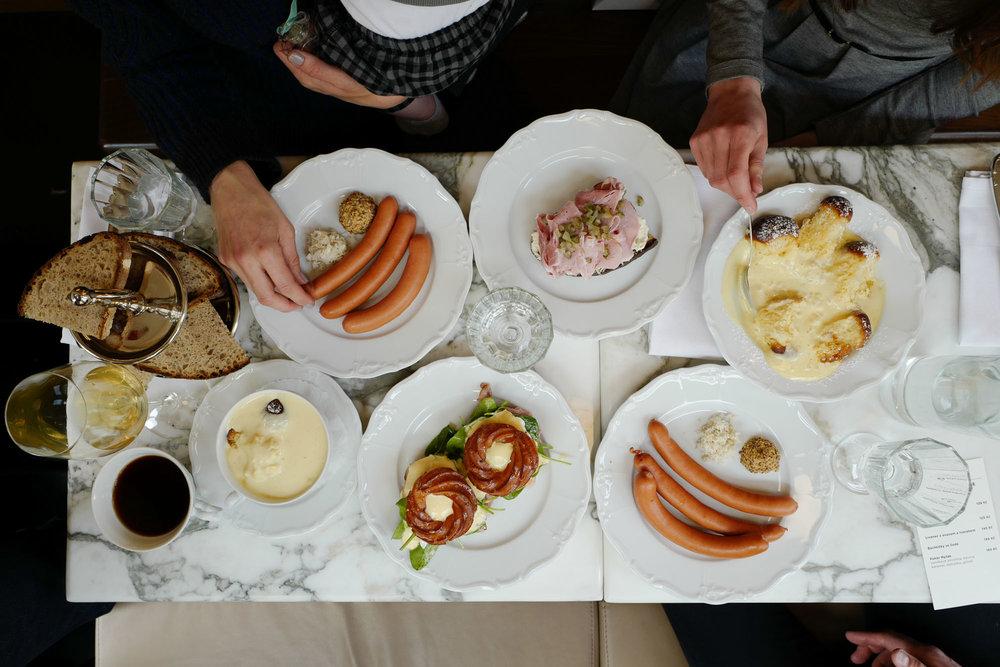 Breakfast at Mysak, Prague