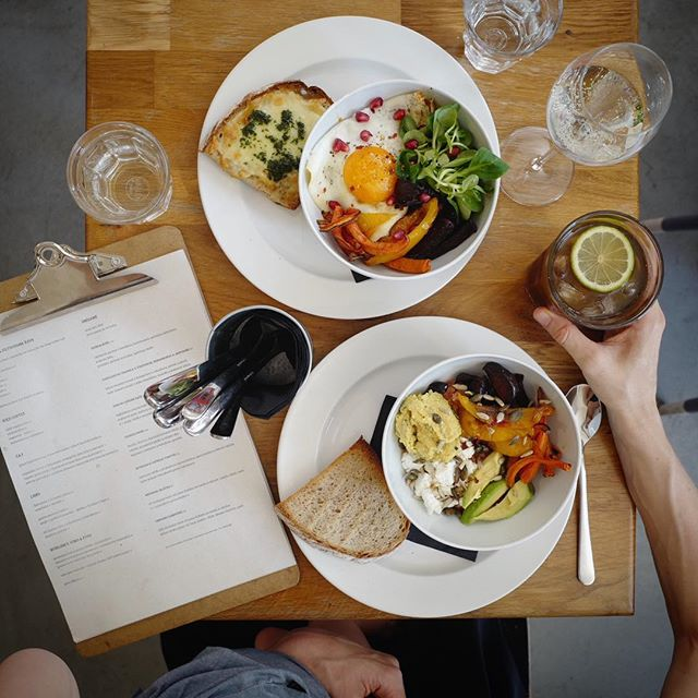 Hot, lazy day? In need of something lighter and preferably outdoors? Well, Vrsovice's where it's at. Vineyards, parks, views, strolls and @cafe_jen. The perfect combo. #tasteofprague #foodbowl