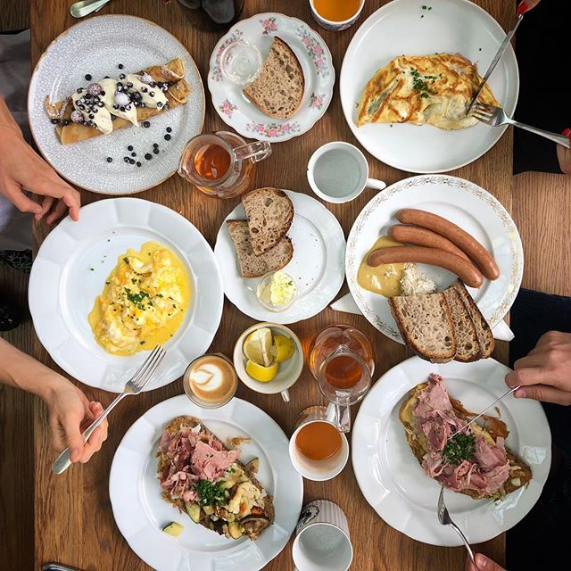 Breakfast for lunch is our jam. 🍳🥞🥓#tasteofprague #breakfastforlunch