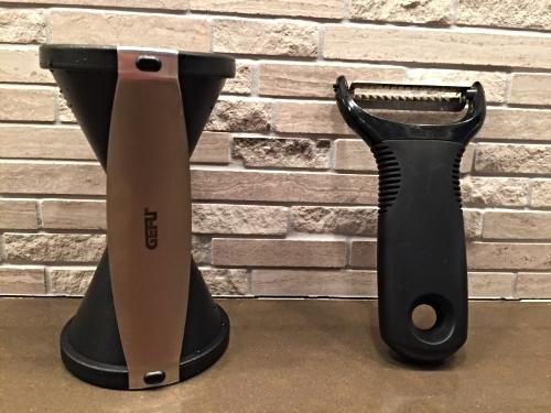 Left: spiral slicer   Right: julienne peeler
