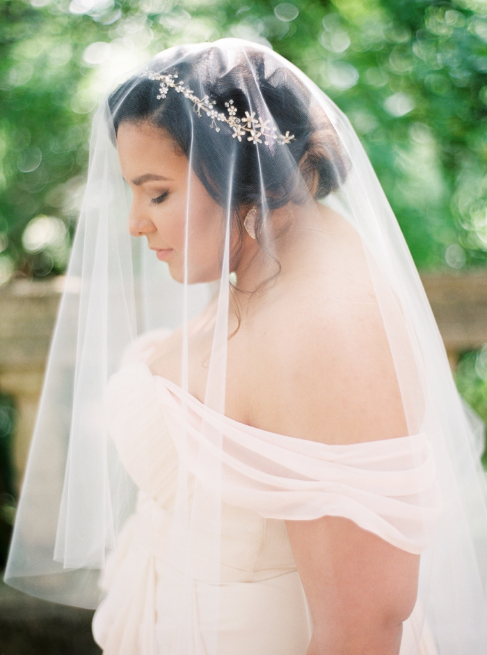 Lindsey Zamora Austin bridals at Laguna Gloria