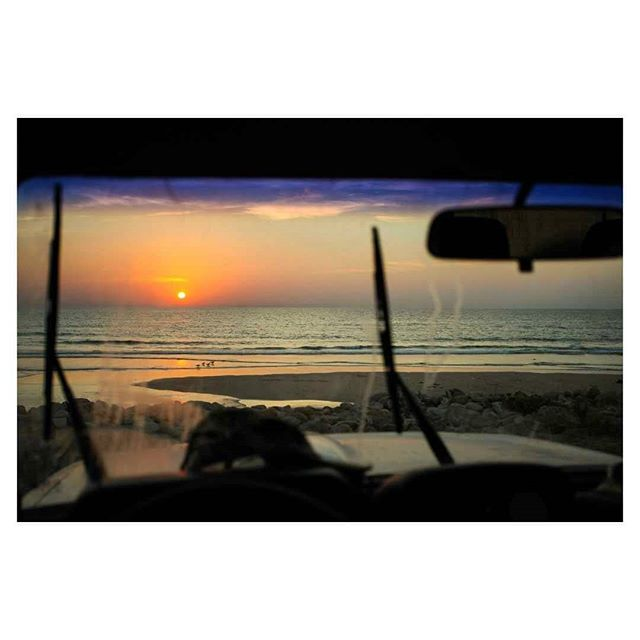 Sunsets look better at the beach . . . #portugal #beach #atlantic #jeep #sand #sun #ocean #outside #surf #sunsets #autumn #yellow #travels #travelgram #alentejo #latergram