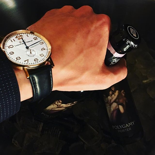 Must be that time again .. 🍺 #cclifestyles #lifestylesbydesign #cheers #beer #watch #instawatch #watches #wotd #fashion #gentleman #dapper #mensfashion #style #luxury #weekend #slc #design #vancouver
