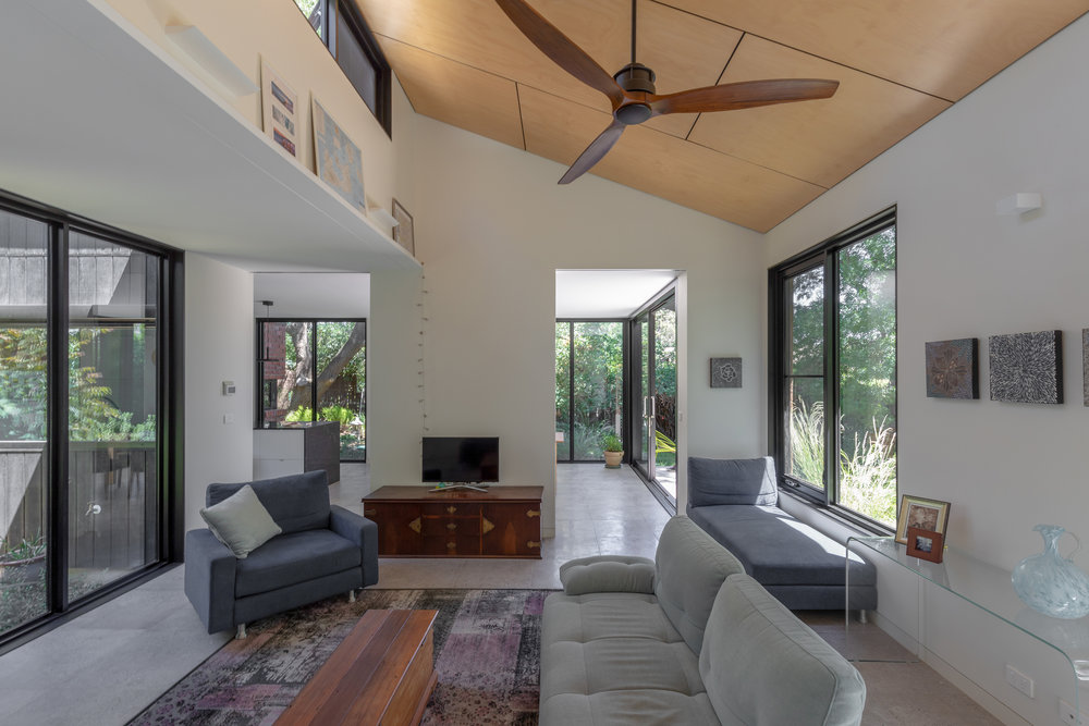 2915-resnew_Courtyard House_Rob Henry Architects_Light Studies_07.jpg