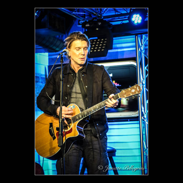 010 05-04-16 Goo Goo Dolls Fresh 102.7 110 blog sq.jpg