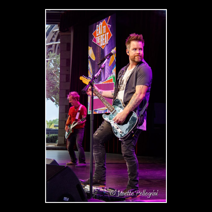 021 10-02-16 WDW David Cook Day 2 Raw 0190 blog.jpg