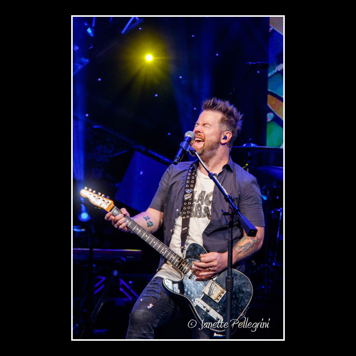 010 10-02-16 WDW David Cook Day 2 Raw 0570 blog.jpg