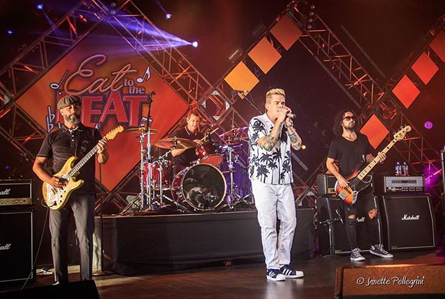 Thank you @sugarray_official for another year of great shows! See you next year!! #sugarray #markmcgrath #eattothebeat #epcotfoodandwine #epcotfoodandwinefestival2015 @dean_butterworth @kristianattard @waltdisneyworld #waltdisneyworld #concertphotography 📷: @janettepellegrini