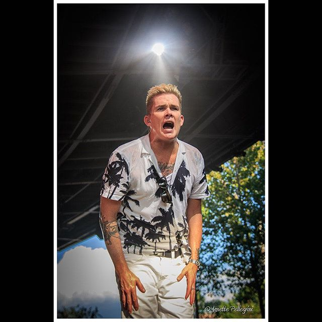 So sad to be back home again after 9 amazing shows with @sugarray_official  #sugarray #markmcgrath #eattothebeat #epcotfoodandwine #epcotfoodandwinefestival #waltdisneyworld @waltdisneyworld #concertphotography 📷: @janettepellegrini