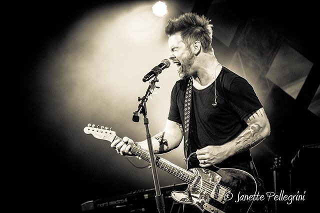 #blogpost part 2 of #davidcook at #eattothebeat www.janettepellegrini.com/blog @waltdisneyworld @davidcookofficial #livemusic #epcotfoodandwine #epcot #waltdisneyworld #concertphotography 📷: @janettepellegrini