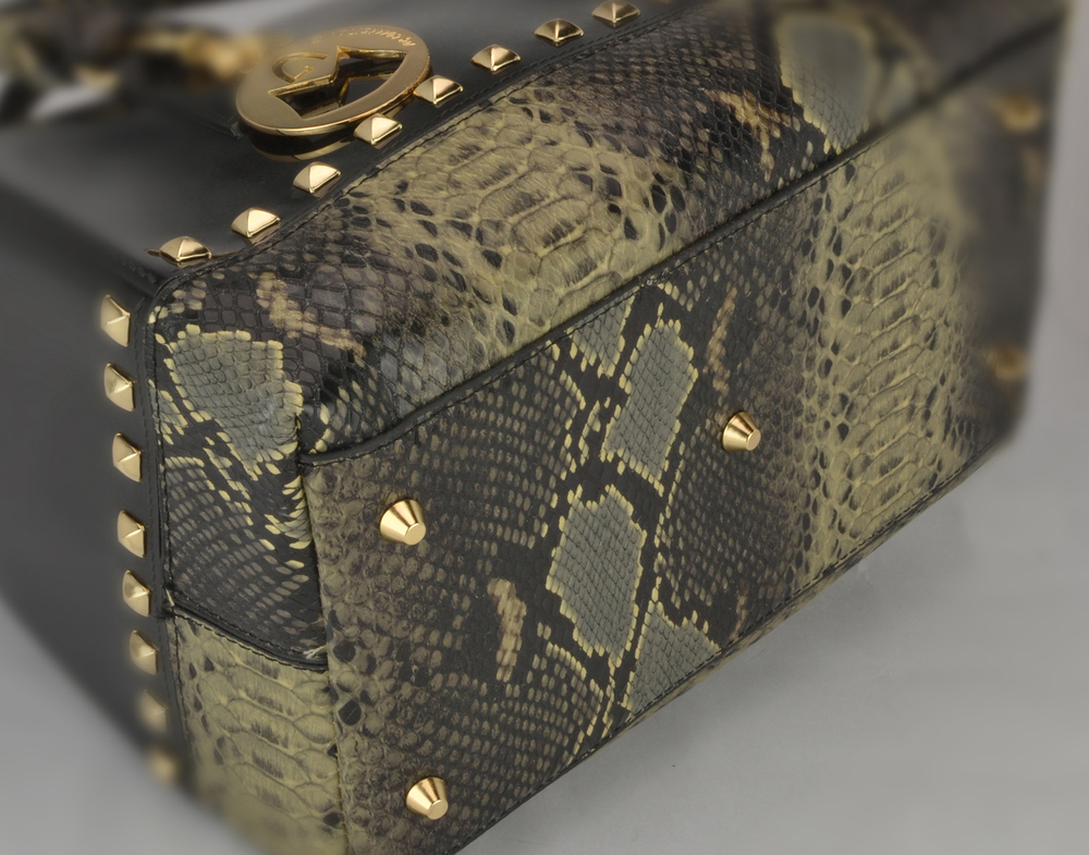 AMANI black Jessie Style Doctor Handbag closeup image