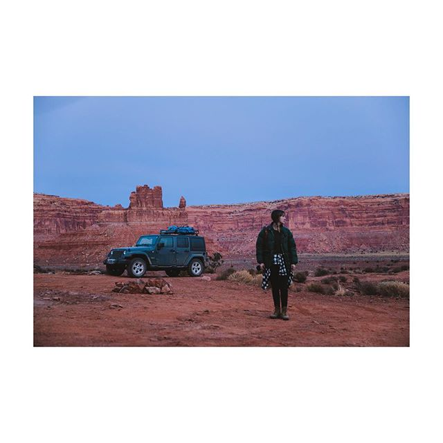 Last light in the Valley of the Gods.  Me by @tarigunstonephotography • • • • • #outdoors #hiking #camping #getoutside #savebearsears #roadtrip #optoutside #hike #protectbearsears #exploremore #traveler #travelling #outdoor #bearsearsnationalmonument #traveltheworld #wander #discover #adventuretime #wilderness #valleyofthegods #traveller #rei1440project #utah #liveyouradventure