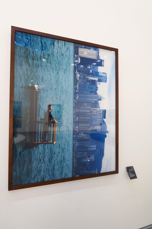 法國藝術家Philippe Ramette、以香港為題的展品《Balcony II》@Per Artem Lumen Limited