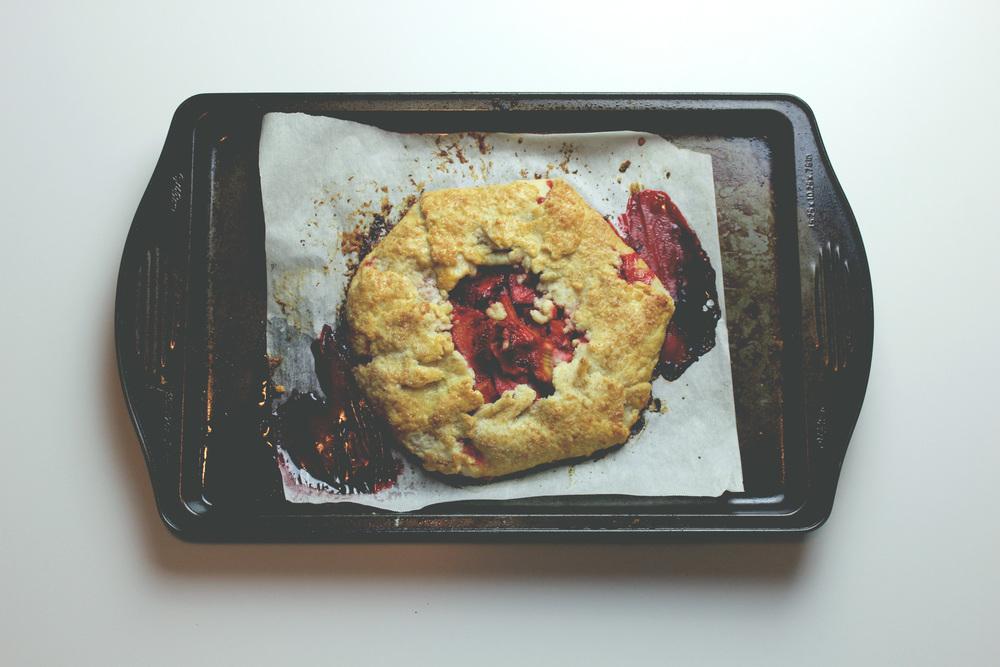 rustic_strawberry_rhubarb_galette_mogblog.jpg