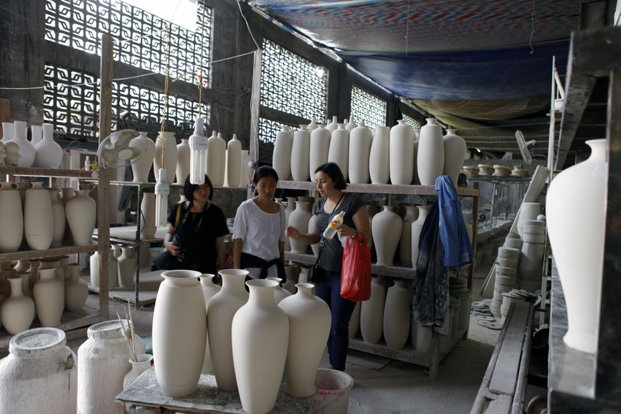 Shopping for greenware in one of the many casting factories. There are just so many to choose from!