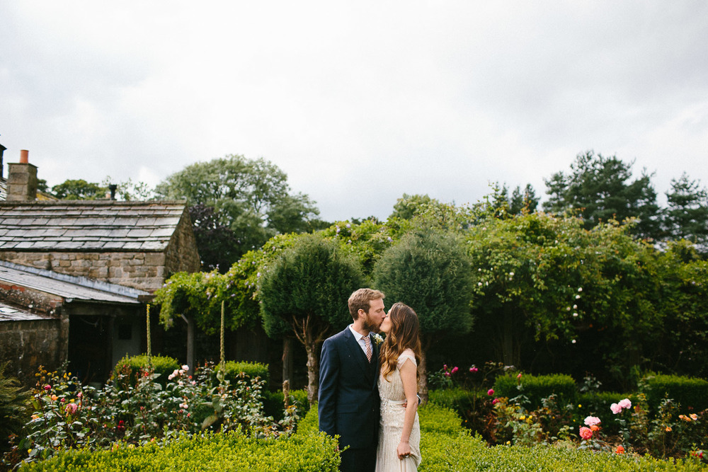 yorkshire_wedding_photography_braisty_estate_modern-40.jpg