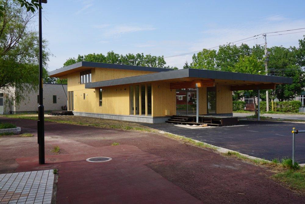 札幌市の郊外、あいの里に建つ体育施設です。