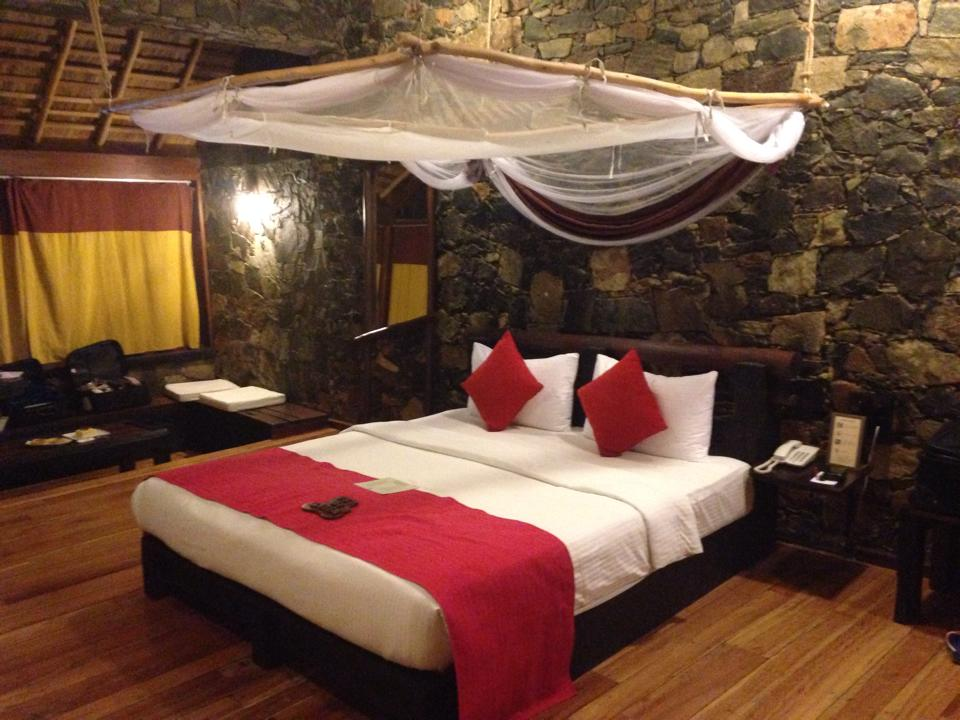 invite-to-paradise-customer-b-honeymoon-sri-lanka-tea-plantations-room-bed.jpg