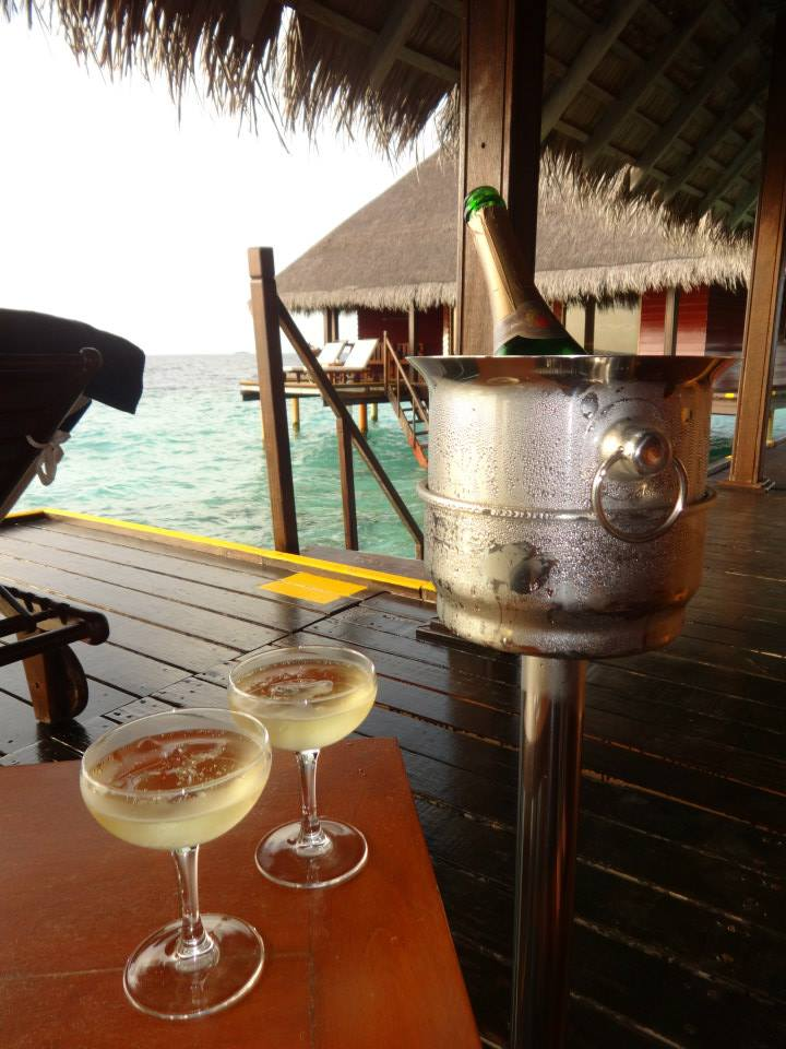 invite-to-paradise-customer-c-honeymoon-sri-lanka-maldives-toast-arrival-drinks.jpg