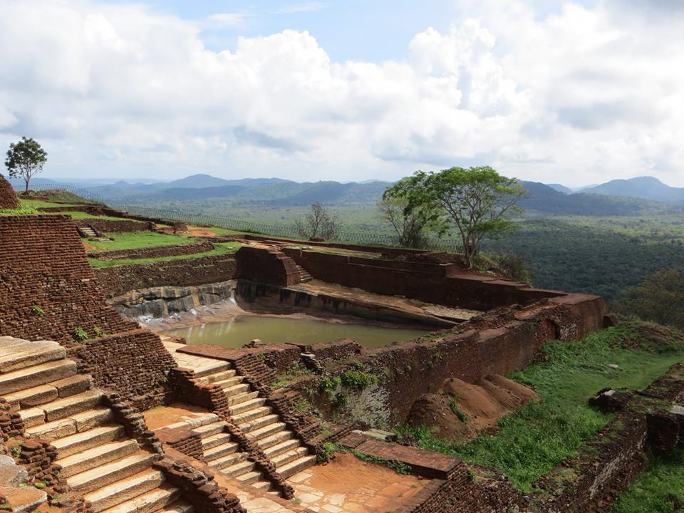 invite-to-paradise-holiday-honeymoon-sri-lanka-couple-sigiriya-7.jpg