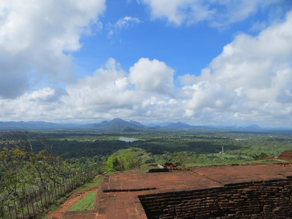invite-to-paradise-holiday-honeymoon-sri-lanka-couple-sigiriya.jpg