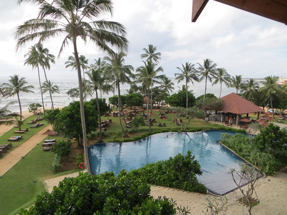 invite-to-paradise-holiday-honeymoon-sri-lanka-couple-october-16.jpg