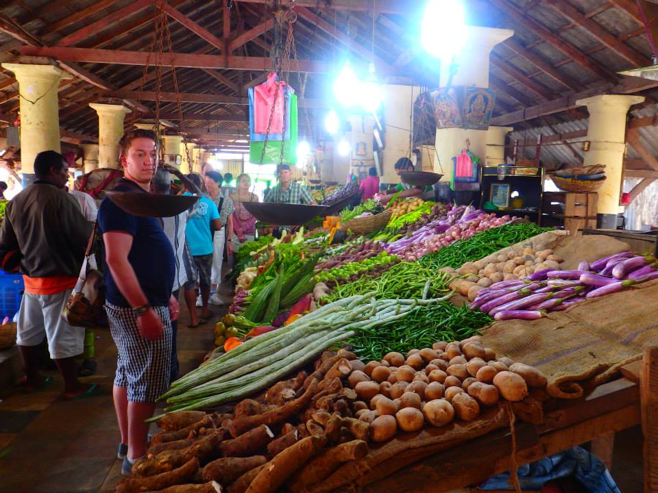 invite-to-paradise-customer-review-claire-simon-honeymoon-sri-lanka-market.jpg
