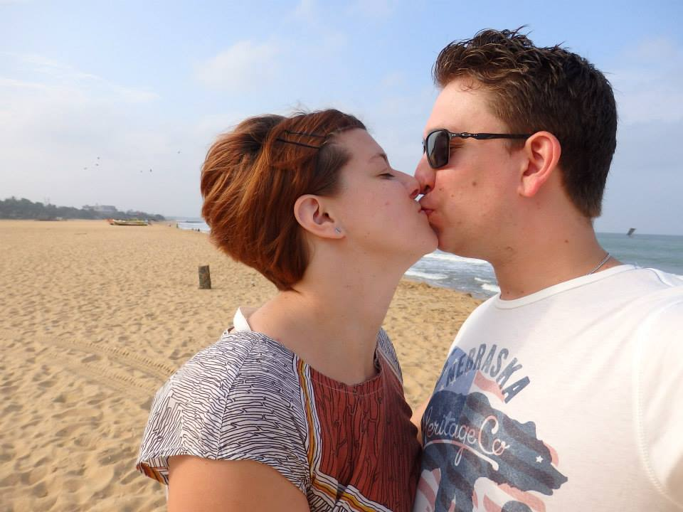 invite-to-paradise-customer-review-claire-simon-honeymoon-sri-lanka-beach-kiss.jpg