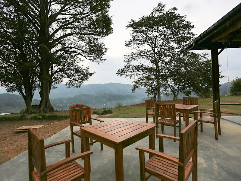 Invite-to-Paradise-Sri-Lanka-holiday-honeymoon-hotel-tea-plantation-boutique-the-secret-ella-dining-view.jpg