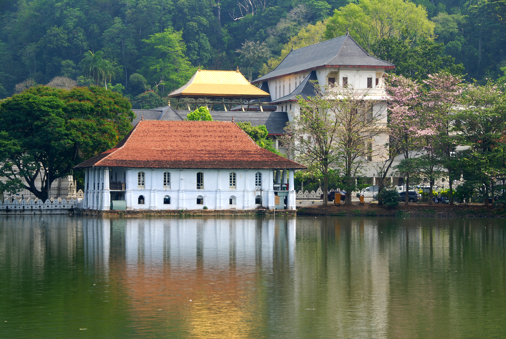 invite-to-paradise-sri-lanka-holiday-honeymoon-vacation-specialists-cultural-triangle-kandy-temple-of-the-tooth-4.jpg