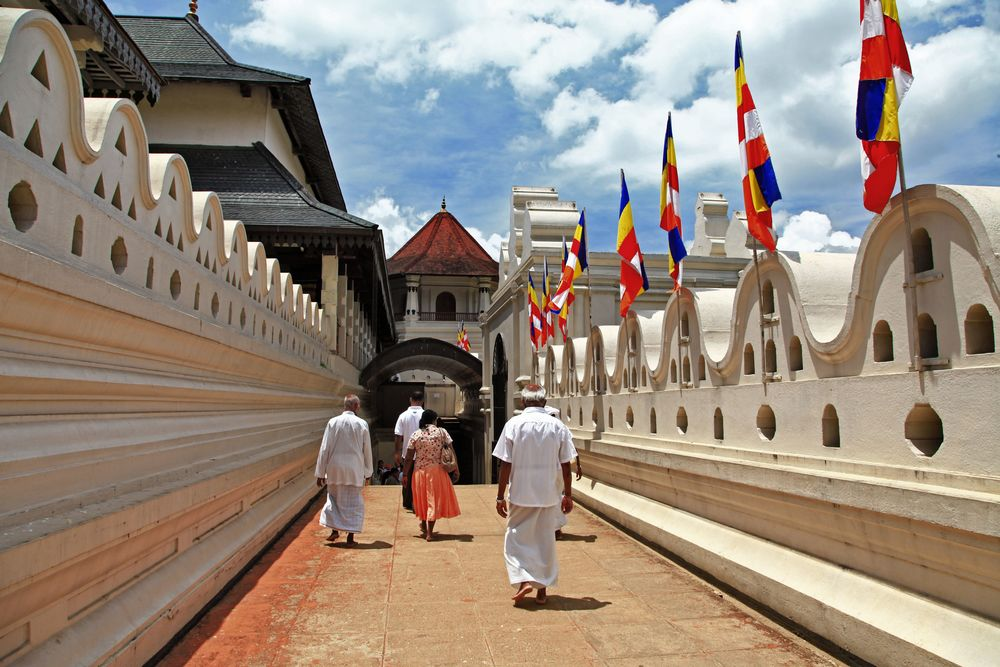 invite-to-paradise-sri-lanka-holiday-honeymoon-vacation-specialists-cultural-triangle-kandy-temple-of-the-tooth-5b.jpg