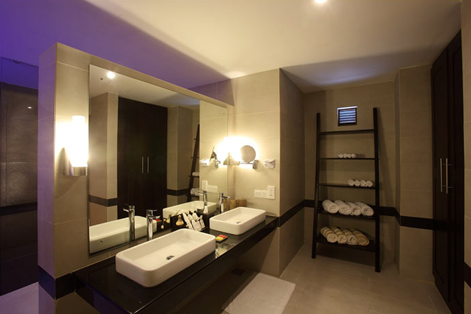 invite-to-paradise-sri-lanka-holiday-honeymoon-vacation-specialists -airport-hotel-negombo-beach-sea-bathroom.png