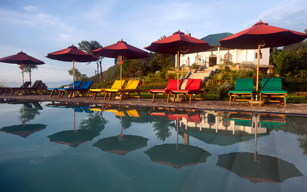 invite-to-paradise-sri-lanka-holiday-honeymoon-package-specialists-hotel-tea-plantation-boutique-madulkelle-kandy-infinity-pool-8.jpg