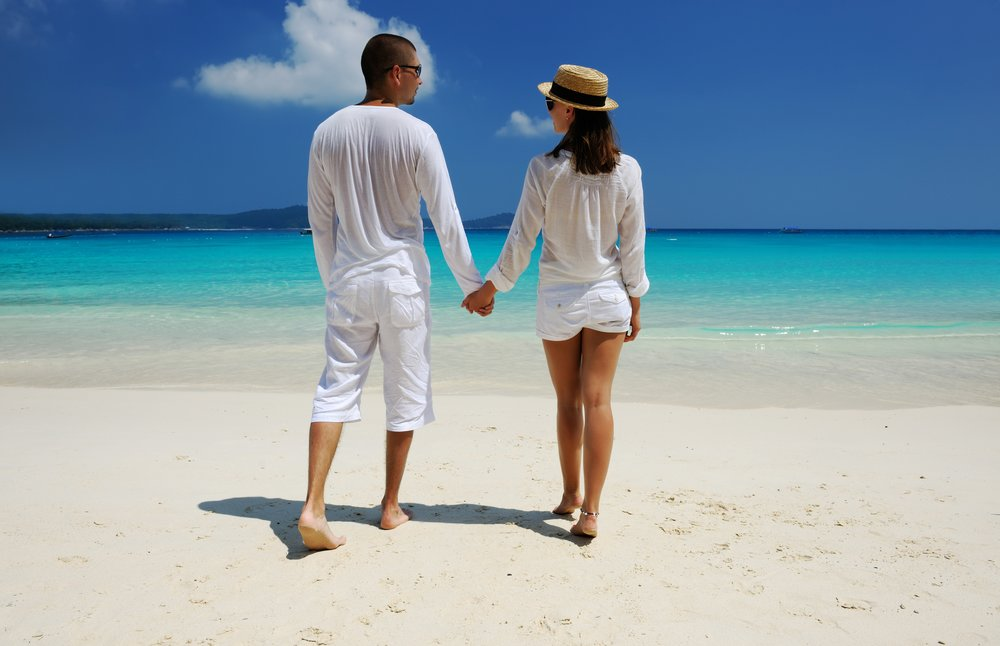 invite-to-paradise-holiday-honeymoon-sri-lanka-maldives-couple-beach-walk-1.jpg