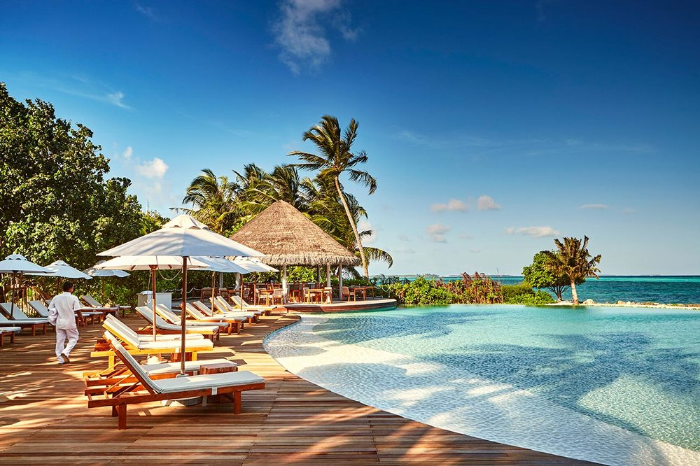 invite-to-paradise-maldives-luxury-holiday-honeymoon-package-specialists-experts-travel-agent-tour-operator-lux-south-ari-atoll-resort-veli-pool-bar.jpg