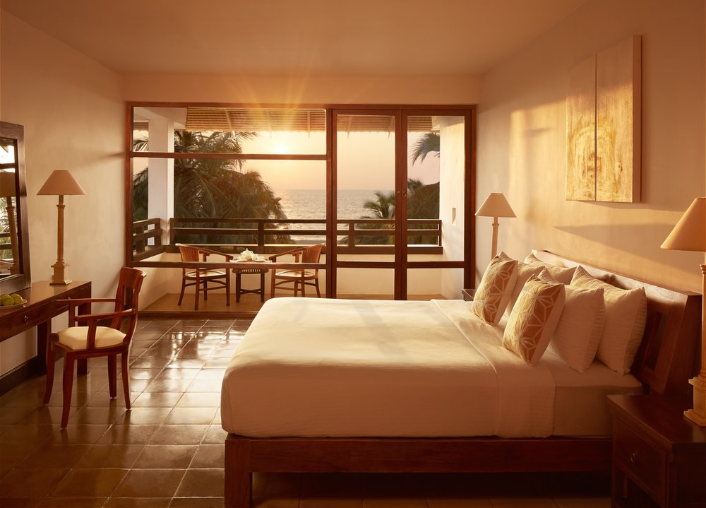 invite-to-paradise-sri-lanka-specialists-experts-travel-agent-tour-operator-jetwing-beach-hotel-negombo-deluxe-bed.jpg