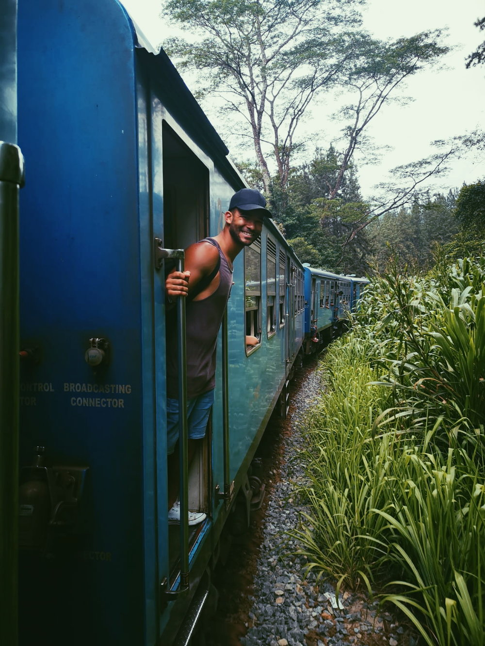 invite-to-paradise-sri-lanka-holiday-honeymoon-specialists-customer-feedback-elin-jordan-luce-train-door-lean.JPG