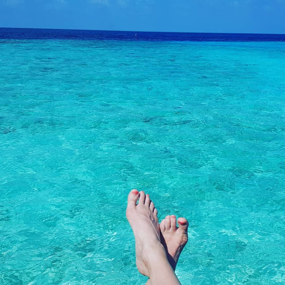 invite-to-paradise-maldives-coco-bodu-hithi-honeymoon-specialists-customer-guest-feedback-Paul-Traies-Chloe-Rowley-water-feet.jpg