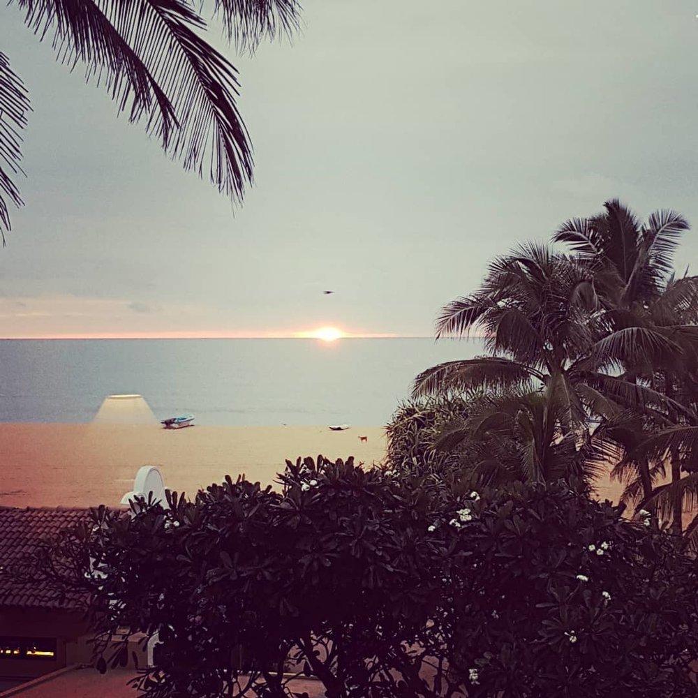 invite-to-paradise-sri-lanka-honeymoon-specialists-customer-guest-feedback-Paul-Traies-Chloe-Rowley-jetwing-beach-negombo-sunset.jpg