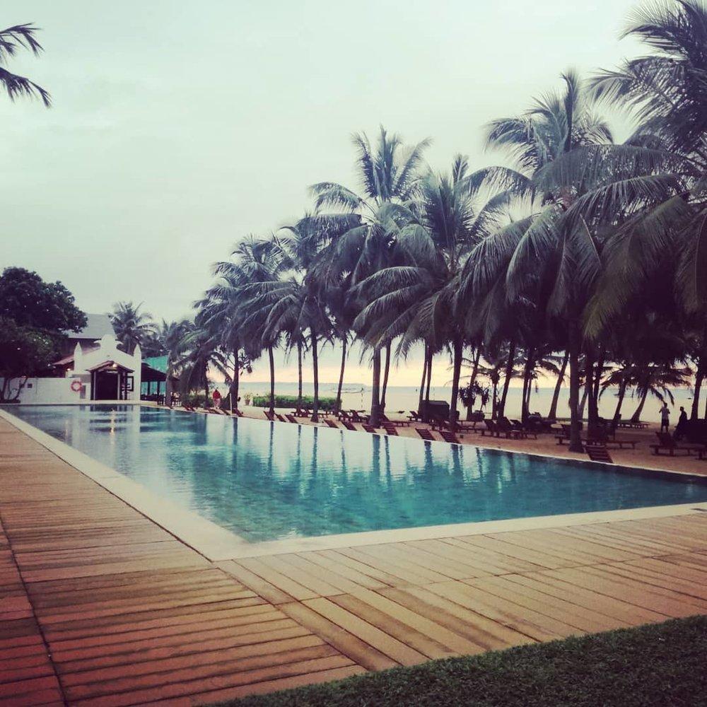 invite-to-paradise-sri-lanka-honeymoon-specialists-customer-guest-feedback-Paul-Traies-Chloe-Rowley-jetwing-beach-negombo.jpg