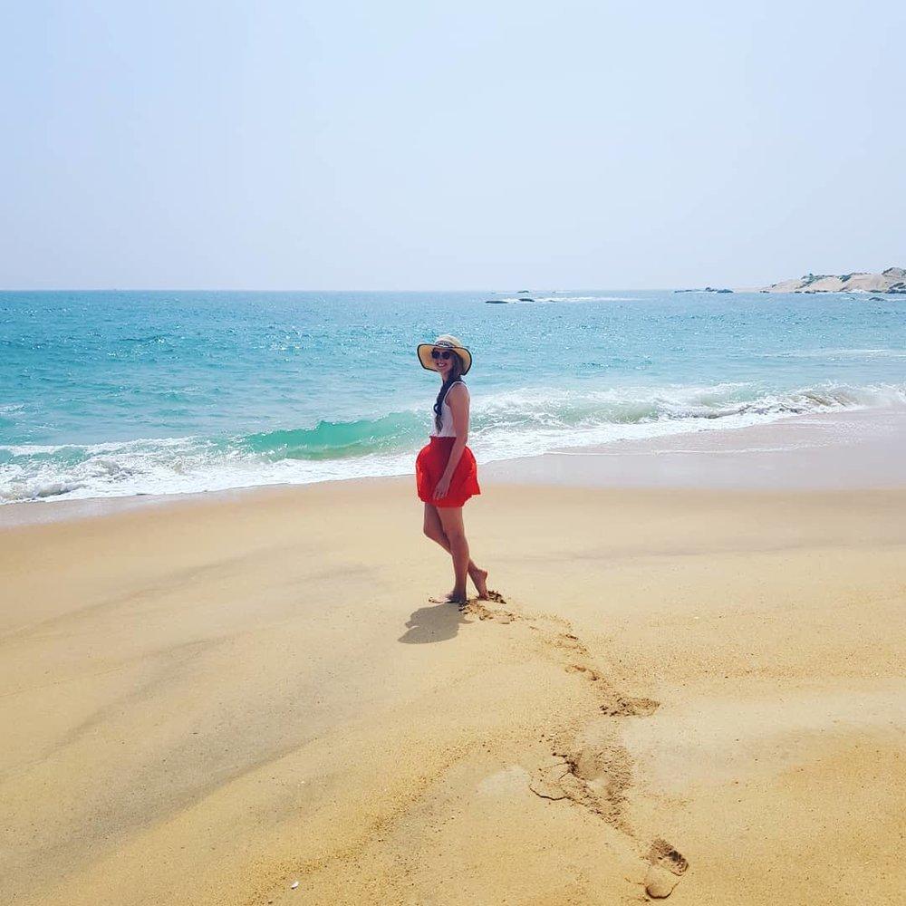 invite-to-paradise-sri-lanka-honeymoon-specialists-customer-guest-feedback-Paul-Traies-Chloe-Rowley-yala-beach-1.jpg