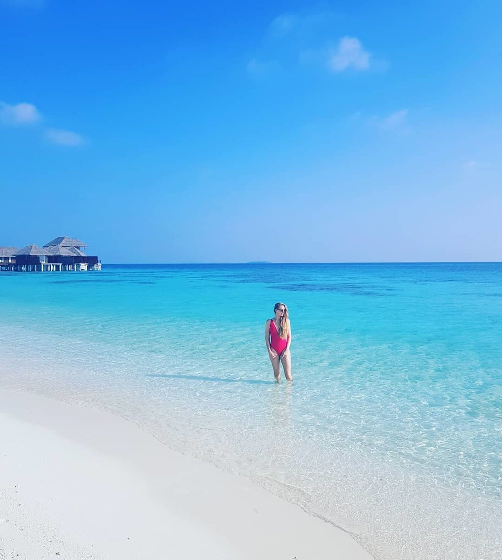 invite-to-paradise-maldives-coco-bodu-hithi-honeymoon-specialists-customer-guest-feedback-Paul-Traies-Chloe-Rowley-beach-water.jpg