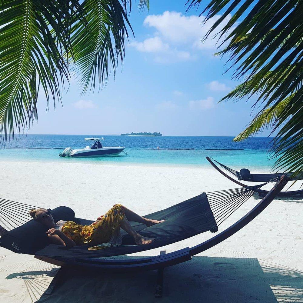 invite-to-paradise-maldives-coco-bodu-hithi-honeymoon-specialists-customer-guest-feedback-Paul-Traies-Chloe-Rowley-hammock.jpg