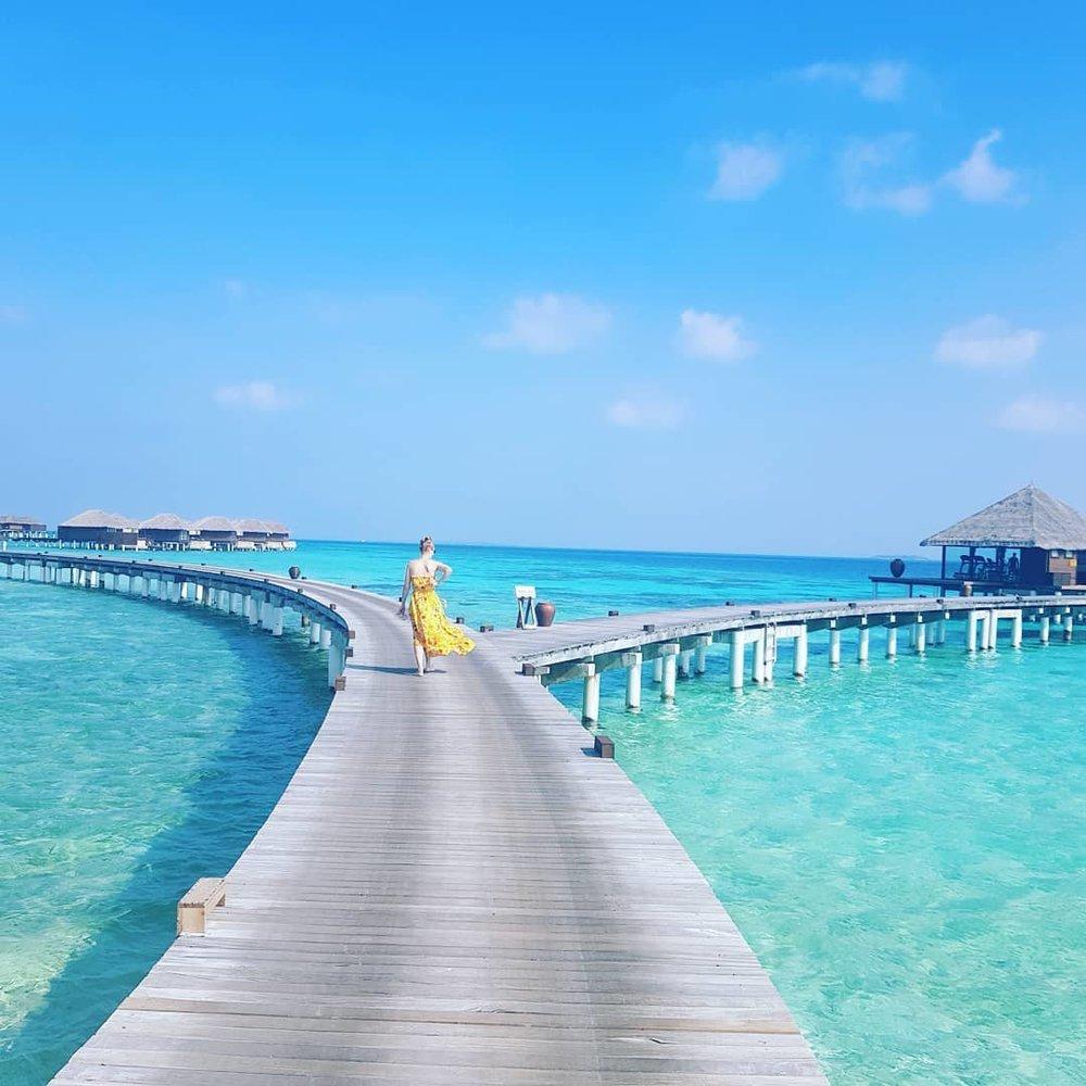 invite-to-paradise-maldives-coco-bodu-hithi-honeymoon-specialists-customer-guest-feedback-Paul-Traies-Chloe-Rowley-jetty-boardwalk.jpg