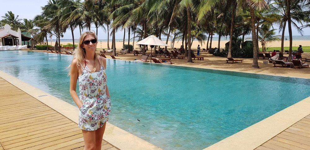 invite-to-paradise-sri-lanka-holiday-honeymoon-specialists-customer-feedback-fleur-simon-minshull-negombo-jetwing-beach-swimming-pool.jpg