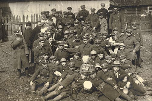 Photo: Jewish soldiers in Polish Army with matzoth received from JDC. Suwalki, Poland. 1916-1918. JDC Archives