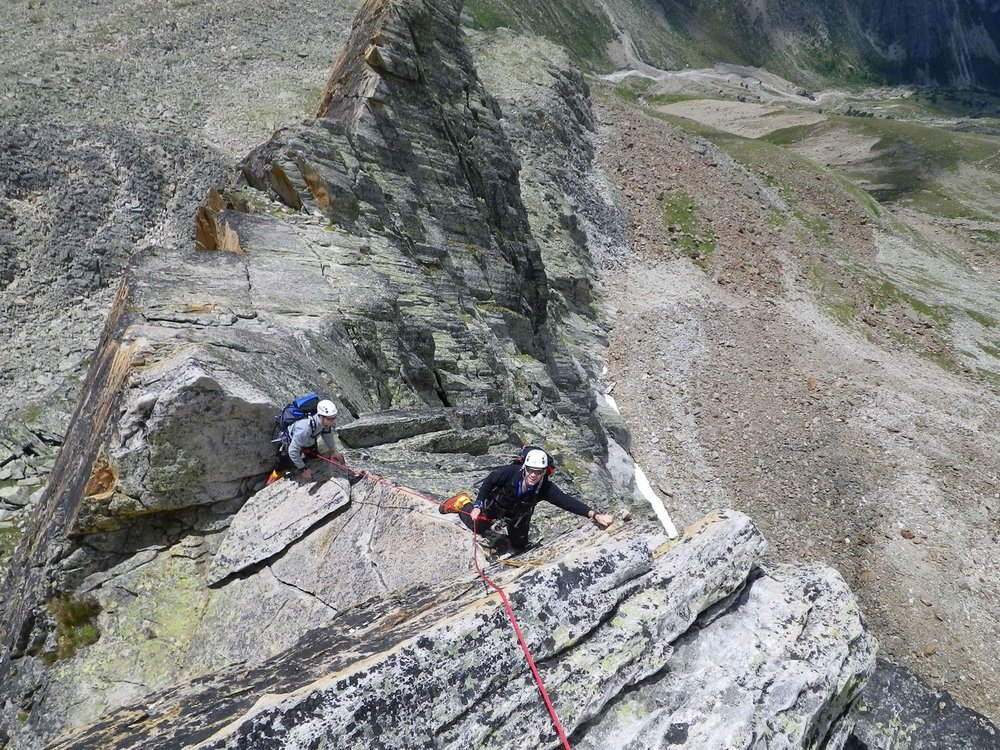 Ascending the Dri Hornli ridge