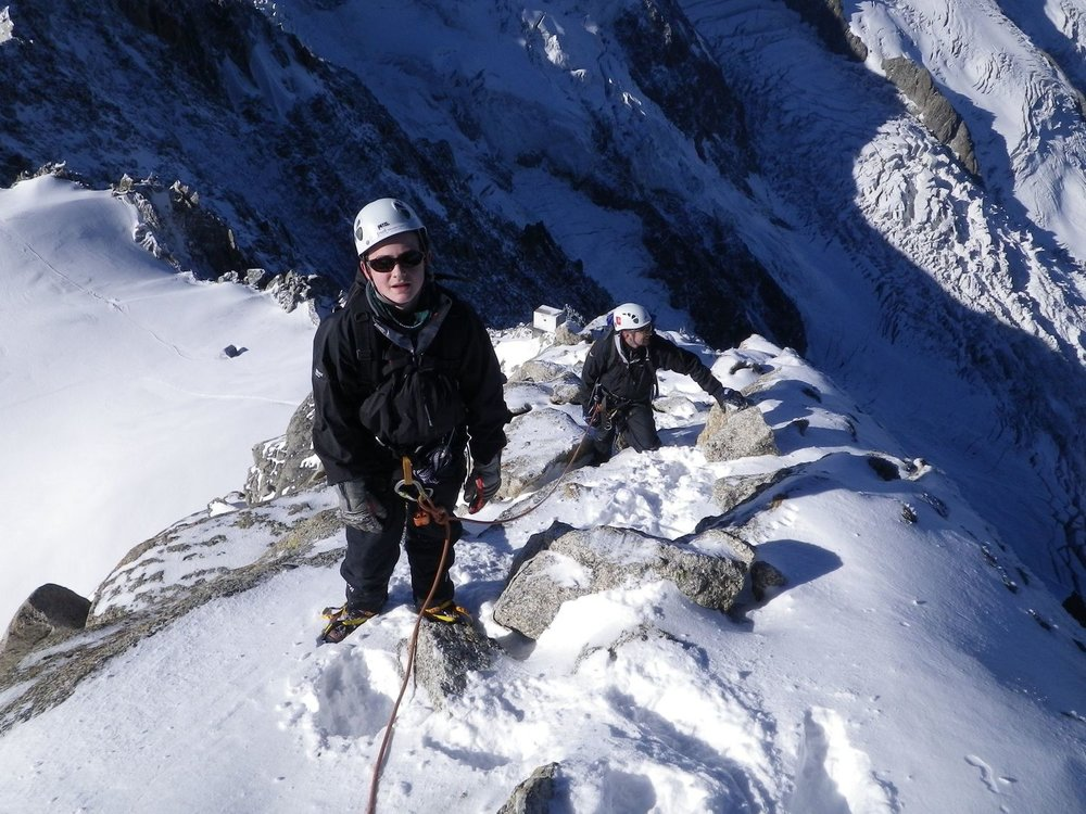 On the Cosmiques Arete