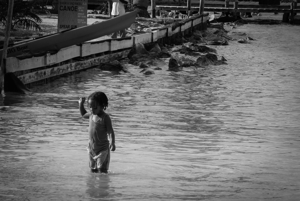 caye caulker child paddling